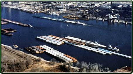 Barge traffic (photo)